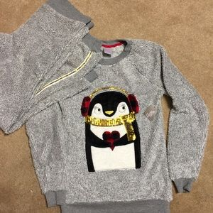 New Super Soft Fuzzy Christmas Penguin Pajama Set